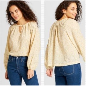 $5 W/ BUNDLE Universal Thread Keyhole Blouse